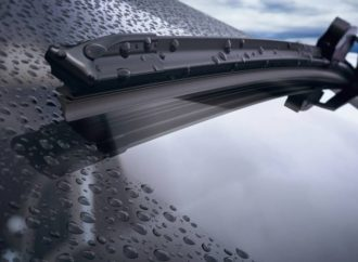 Ochrona szyby samochodowej przed zabrudzeniami i wodą